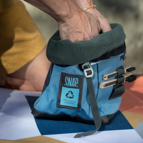 big chalk bag with fleece interior for bouldering