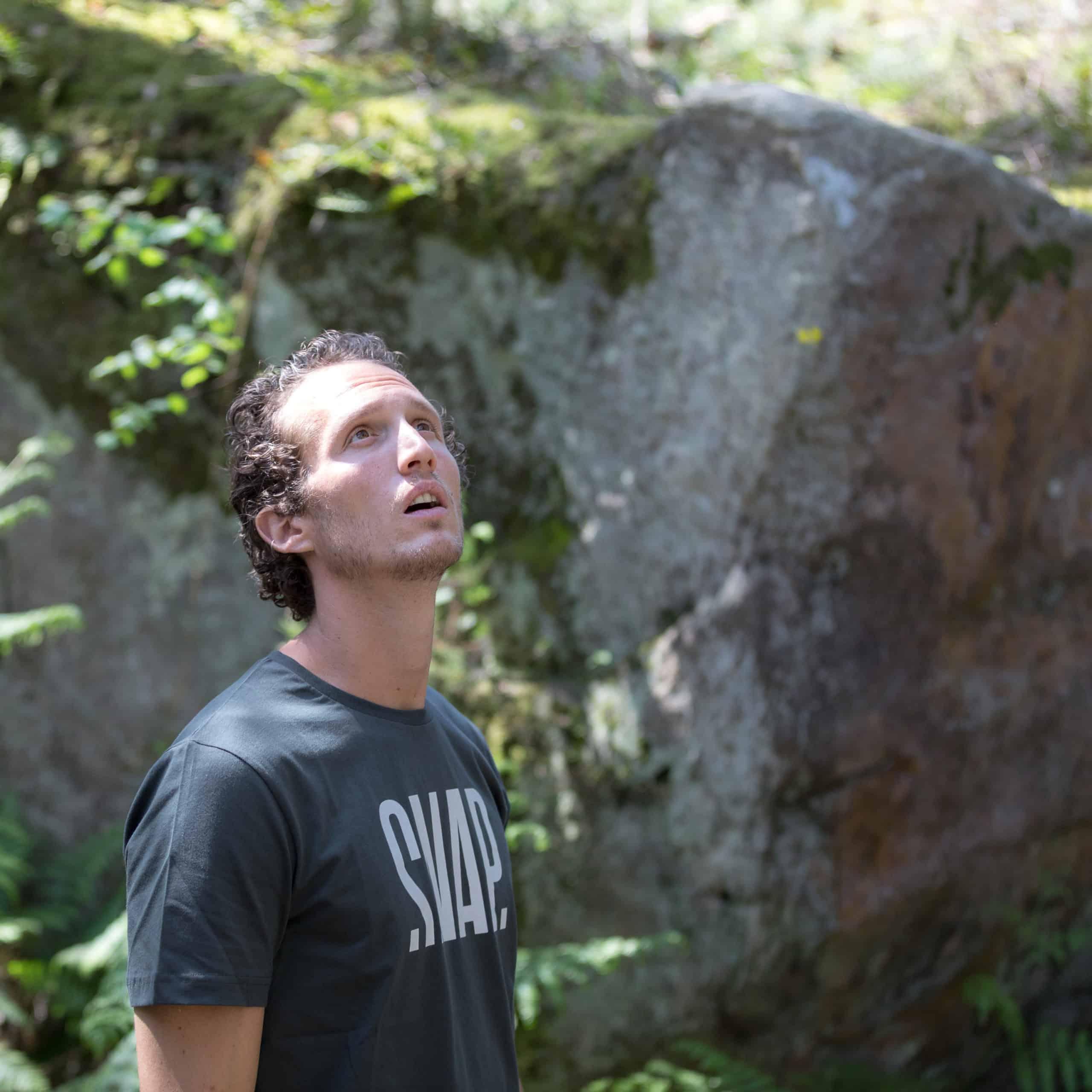 climber with an organic T-shirt SNAP