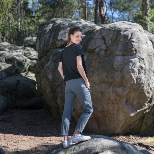 dark grey jogging for climber girl