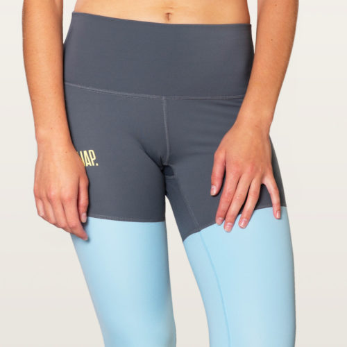 snap logo detail on legging
