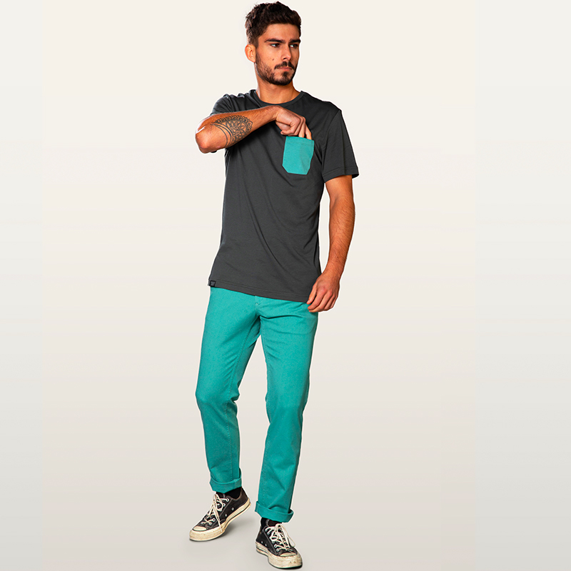 green chino pant & pocket dark green tee-shirt
