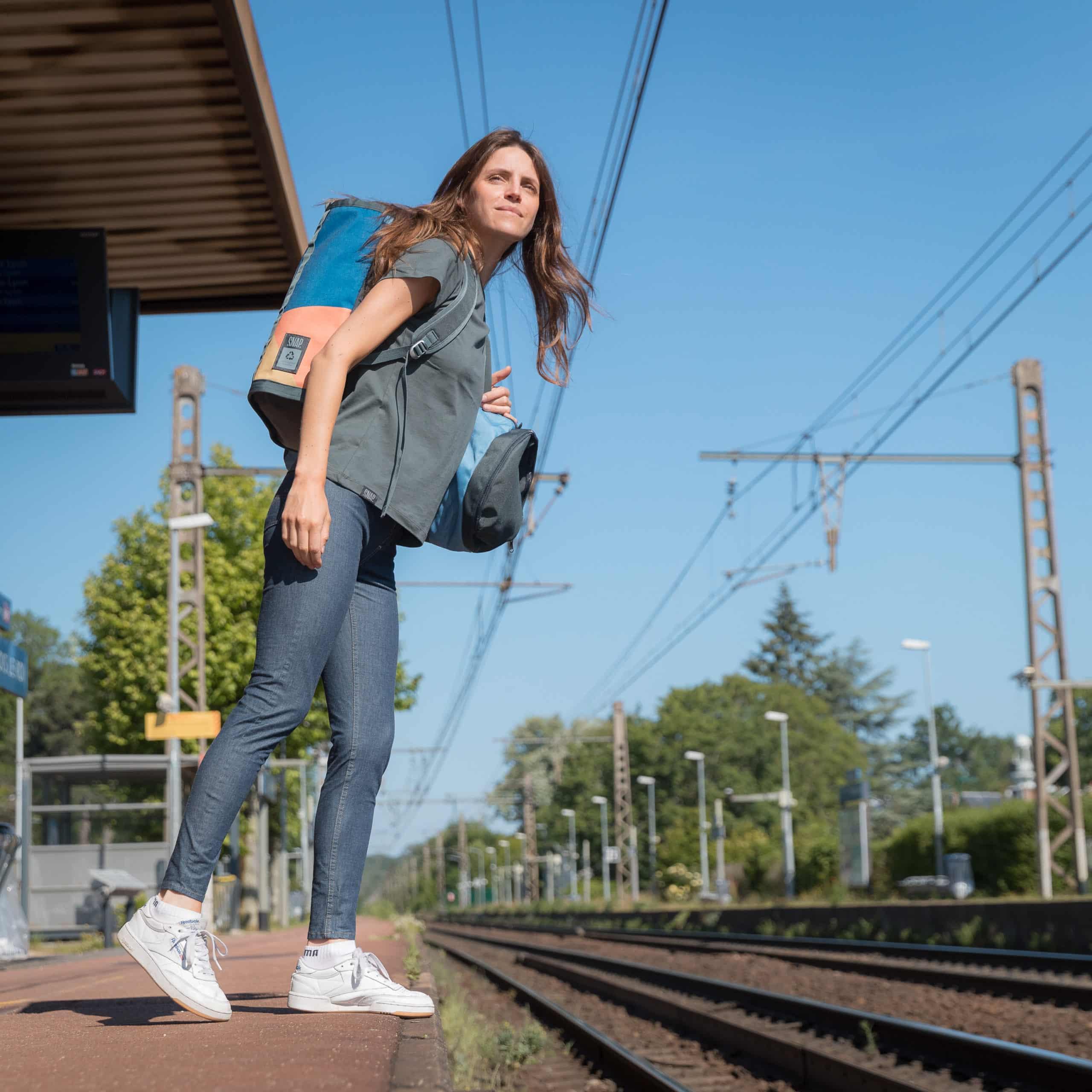 woman wearing a skinny jeans